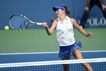Top seed Cici Bellis faces off against Renata Zarazua in the first round of the junior girls' singles.